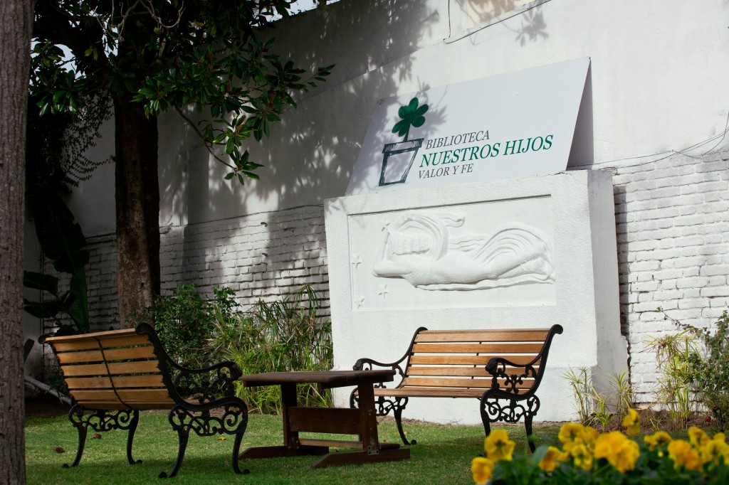Imagen del patio de la biblioteca.